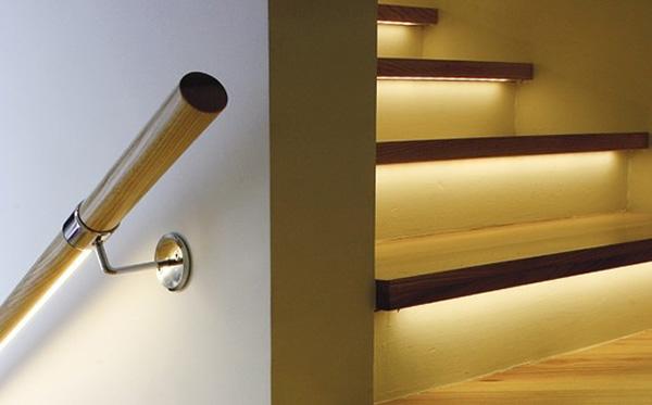 Φωτισμός σκάλας διαδρόμου σπιτιού