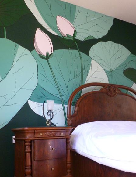 Διακοσμητικά λουλούδια κρεβάτι τοίχος