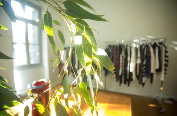 διακόσμηση χώρου παρουσίασης ρούχων