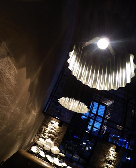 Διακοσμητικά κρεμαστά μεταλλικά φωτιστικά μπαρ