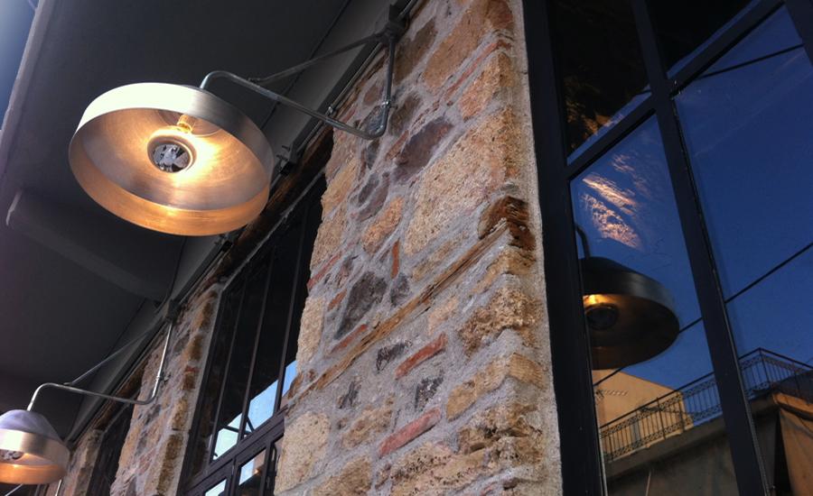 Μεταλλικά φωτιστικά εξωτερικού χώρου μπαρ καφέ