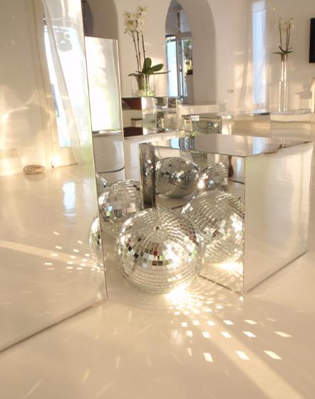 Τραπέζι σαλονιού με καθρέπτη σε σχήμα τετράγωνο