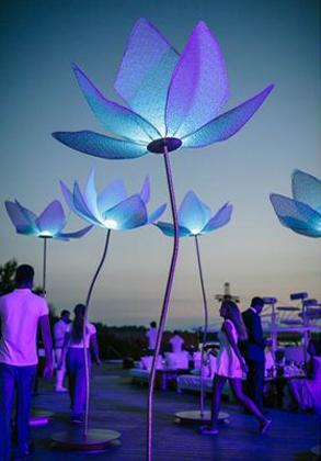 Λουλούδια φωτιστικά εξωτερικού χώρου γάμου