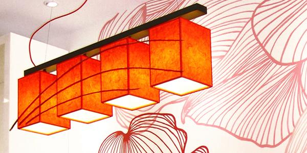 Φωτιστικό οροφής τραπεζαρίας κρεμαστό τετράφωτο με ύφασμα και ξύλο