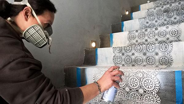 Διακόσμηση σκάλας με χρώμα