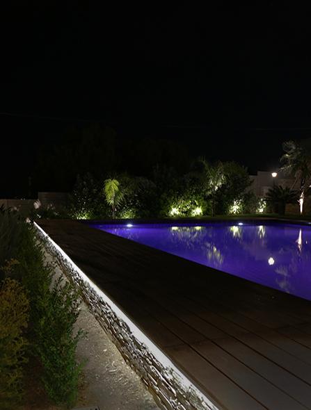 Περιμετρικός φωτισμός κήπου πισίνας