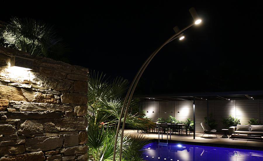 Φωτισμός κήπου πισίνας